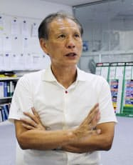 記者の質問に答えるJリーグの原博実副理事長(17日午後、東京都文京区)=共同