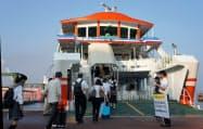 JR呉線の代替として運航されるJR西日本系のフェリー「ななうら丸」(広島県呉市)