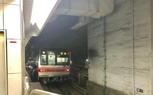 トンネルは国会の敷地の下を通すため、地下鉄建設ではじめての工法で掘った