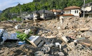 西日本豪雨では多くの住宅が土砂災害に見舞われた(2018年7月、広島市安佐北区)