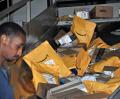 アマゾンの有料会員は1億人を突破している(米イリノイ州のUPS集荷センター)