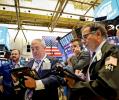 18日、ニューヨーク証券取引所の売買フロア=ロイター