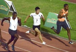 男子100メートル 2レース目、10秒10で3位となった桐生祥秀=中央(18日、ベリンツォナ)=共同