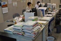 ペーパーレス化を進めれば書類の山を減らすことができる