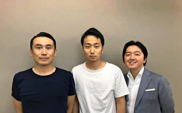 デリーはヤフー傘下入りを選んだ(デリーの堀江裕介社長(中)とヤフーの小沢隆生常務執行役員(左)、宮沢弦常務執行役員