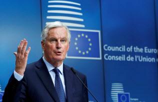 20日、EU総務理事会後に会見するバルニ エ首席交渉官(ブリュッセル)=ロイター