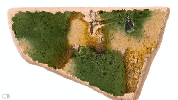 最古級、藤原京の唐三彩 箱状陶器「枕」かけらか