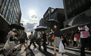 猛暑が続き電力消費量が大きく増えている(20日、京都市下京区)