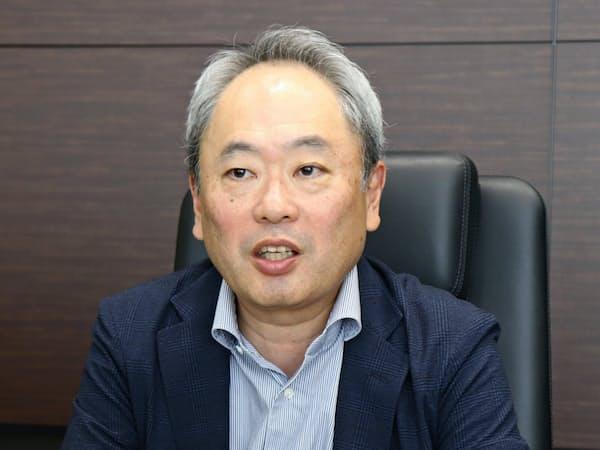 インタビューに答える経営共創基盤の冨山和彦CEO