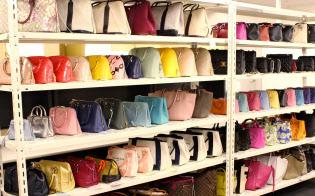 ラクサス・テクノロジーズのサービスは約60種のブランドバッグが月額約7000円で使える