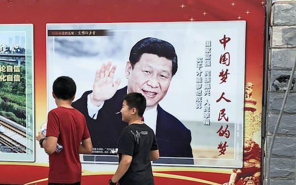 北京市内で撤去されずに残る習氏のポスター