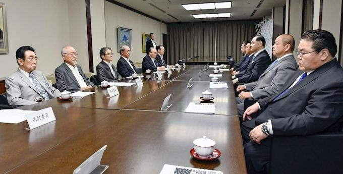 横審、稀勢の里に「激励」決議せず 8場所連続休場: 日本経済新聞