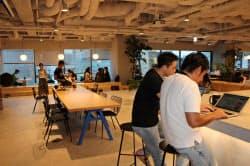 ウィーワークは交流を促す環境作りに力を入れる(東京都中央区)