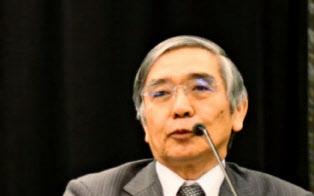 政策修正に関する報道について、黒田東彦日銀総裁は「どういう根拠で報道しているかまったく知らない」と語ったが……(22日、ブエノスアイレス)