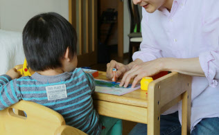 仕事と家庭の両立を後押しすることで優秀な若手社員を確保する