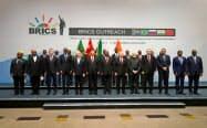 BRICSは27日に首脳級の拡大会合を開いた(ヨハネスブルク)=ロイター