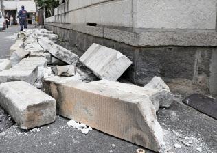 大阪北部地震で崩れたブロック塀(6月、大阪市東淀川区)