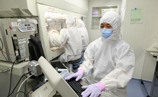京大は再生医療用のiPS細胞備蓄を進めている(京都市左京区、京都大学iPS細胞研究所提供)