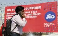リライアンス・ジオ・インフォコムの看板が掲げられたインド・ムンバイ中心部