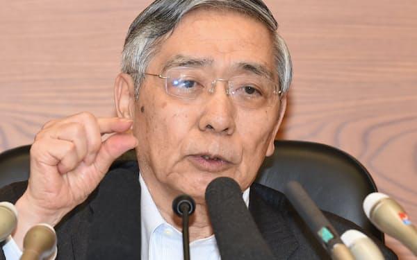 記者会見する黒田総裁(7月31日、日銀本店)