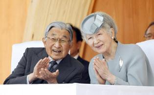 全国植樹祭に出席した天皇、皇后両陛下(10日午後、福島県南相馬市)=代表撮影