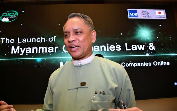 31日、会社法施行を記念する式典でミャンマー投資企業管理局のアウン・ナイン・ウー局長