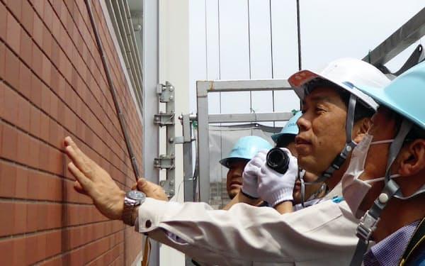 大規模修繕は外壁の異常なども確認する