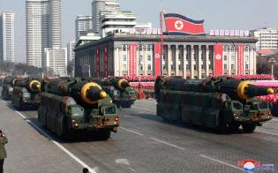 北朝鮮でICBM開発継続の情報がある(2018年2月、軍創設70年の軍事パレードに登場したICBM)=ロイター