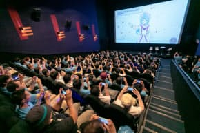 Vチューバー「ハッカドール3号」の応援上映には100人以上のファンが詰めかけた(東京都新宿区)