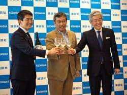 弘兼憲史氏(中央)と旭酒造の桜井博志会長(右)と桜井一宏社長