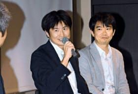 討論するサムライインキュベートの榊原健太郎代表(右)とJR東日本スタートアップの柴田裕社長(中)(7月30日、東京・大手町)