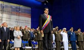4日、軍関係のイベントに出席するベネズエラのマドゥロ大統領(カラカス)=ロイター