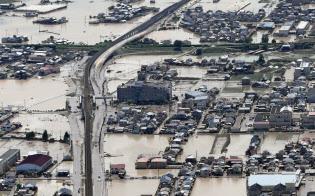 西日本豪雨は世界的な異常気象の断面の一つ(冠水した岡山県倉敷市真備町地区)
