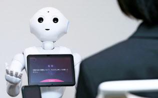 ソフトバンクのロボット「ペッパー」を使ったAI面接官も登場した(タレントアンドアセスメントのサービス)