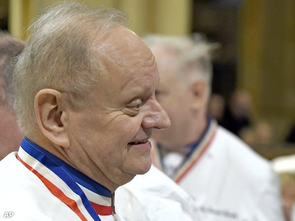 1月、リヨンで仏料理シェフのポール・ボキューズ氏の葬儀に参列したジョエル・ロブション氏=AP