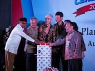 7日、新日鉄住金の工場開所式に参加する同社幹部ら(インドネシア・バンテン州)