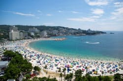 三菱地所が協定を結んだ和歌山県白浜町は海辺のリゾート地として知られる