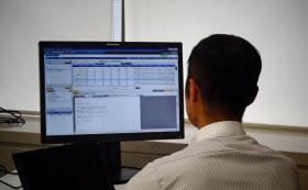 不正に関与が疑われるメールは、担当者に自動通知される