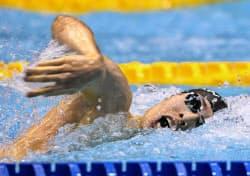 男子400メートル個人メドレー決勝 2位に入った萩野公介の自由形(9日、東京辰巳国際水泳場)=共同