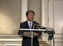 日米貿易協議の初会合を終え記者会見する茂木敏充経済財政・再生相(10日、ワシントン)