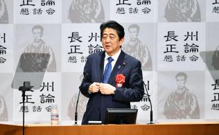 山口県下関市で講演する安倍首相(12日夕)=共同