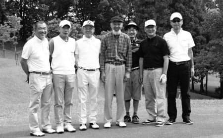 (右から)水野富夫さん、深瀬治則さん、田中彰さん、久富章嗣さん、中田透さん、山田誠さん、筆者