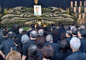 大勢の参列者が詰め掛けた翁長雄志沖縄県知事の告別式(13日、那覇市の大典寺)=代表撮影