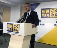 国民民主代表選への立候補を表明する津村啓介氏(13日午後、党本部)