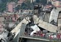 14日、イタリア北部ジェノバで崩落した高速道路の高架橋=ロイター