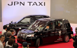トヨタ自動車のタクシー専用「ジャパンタクシー」。東京五輪の際は都内で1万台が走る計画だ