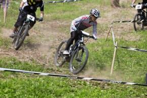 6月に開かれた日本初の本格的な電動自転車のレース(長野県大町市)