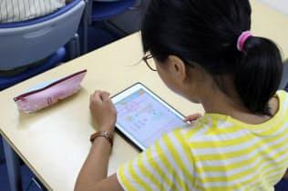 「キュビナ」は問題を解く過程をAIで分析する(東京・世田谷の「河合塾Wings用賀教室」)