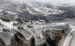米中両国の貿易戦争激化も銅の売り材料だ(インドネシアの銅鉱山)=アンタラ通信・ロイター
