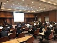 横浜市が開催したIR説明会。22の企業・団体が参加した